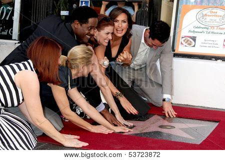 LOS ANGELES - NOV 8: K Flannery, Maria Bello, B Underwood, Debra Messing, M Hargitay, DPino, Hilary Swank at the Mariska Hargitay WOF Ceremony on Hollywood Blvd on November 8, 2013 in Los Angeles, CA\