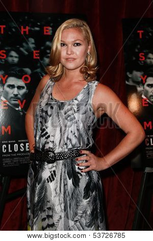 NEW YORK-AUG 19: Actress Julia Stiles attends the 'Closed Circuit' screening at the Tribeca Grand Hotel on August 19, 2013 in New York City.