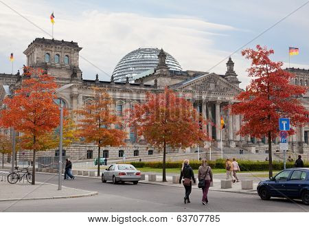 Tourists near Reichstag