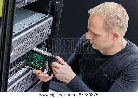 IT Consultant replace SAN hard drive
