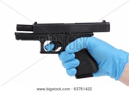 Hand keeps unloaded handgun