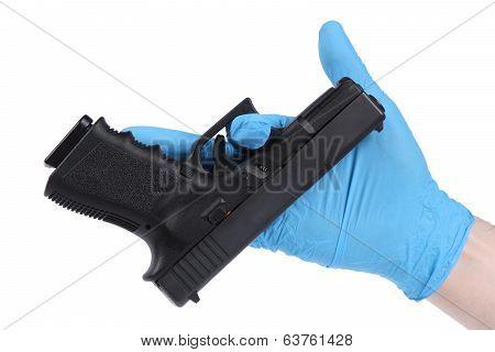 Hand keeps handgun