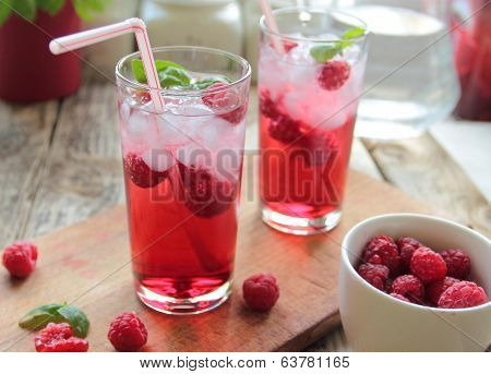 Cold drink with rasberries