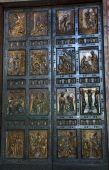 Постер, плакат: Ватикан бронзовые двери скульптура Рим Италия