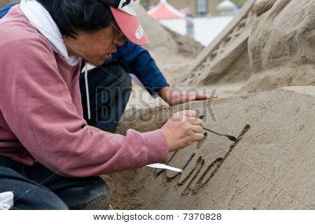 Sandsculpt artist at work