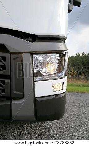 Renault Truck Tractor T480, Headlight Detail