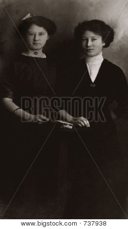 Vintage women 20s 1911 portrait