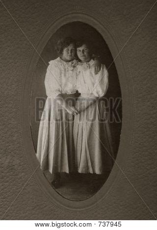 Vintage women in 1914