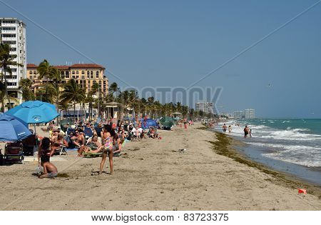 Tourists on the beach In Hollywood Florida