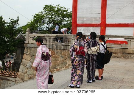 Four Japanese Girls in traditional Kimono at Kyoto Kiyomizu temple