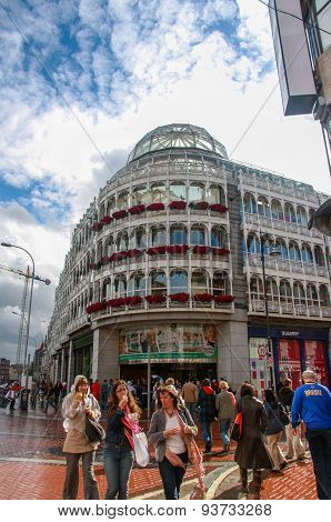 Dublin, Ireland - June 22, 2008: Stephen's Green Shopping Centre, Centrally Located In The Heart Of