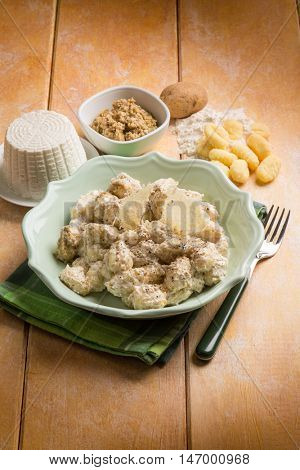 gnocchi with ricotta and nuts sauce