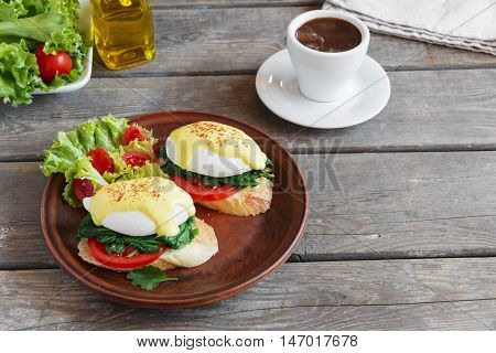 poached eggs benedict with spinach and tomato