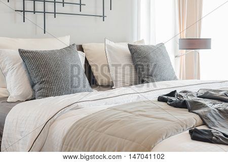 Modern Bedroom With Modern Lamp Style On Wooden Table