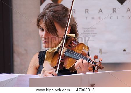 Ferrara, Italia - August 25, 2016: The Ferrara Buskers Festival is dedicated to the art of the street. Art4strings, string quartet from Vienna with two violins, a viola and a cello