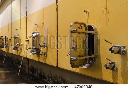 Long exposure of stainless steel fermentation vessels