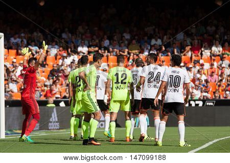 VALENCIA, SPAIN - SEPTEMBER 11th: Players ready for corner kick during Spanish League match between Valencia CF and Real Betis at Mestalla Stadium on September 11, 2016 in Valencia, Spain