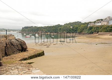 The port of Douarnenez, beach at low tide, a day of bad weather (Brittany, Finistere, France)
