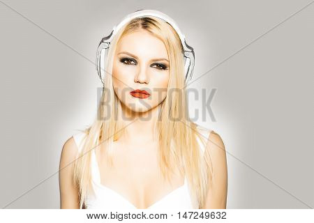 Pretty Blonde Dg Girl In Headset With Red Lips