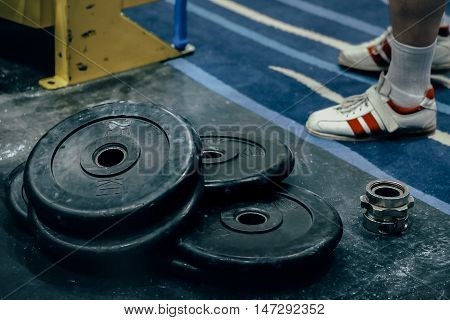 bumper plates are on floor in sport gym
