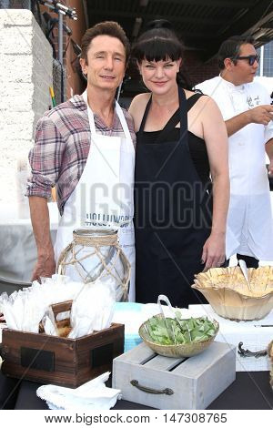 LOS ANGELES - SEP 9:  Dominic Keating, Pauley Perrette at the Police and Fire Fighters Appreciation Day BBQ at the LAPD Hollywood Division on September 9, 2016 in Los Angeles, CA