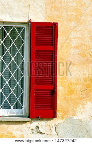 Red Window  Varano Borghi  Italy  Tent Grate
