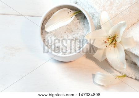 Accessories For Bath  Decorated With White Lily