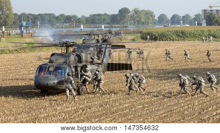 Blackhawk Helicopters Soldiers