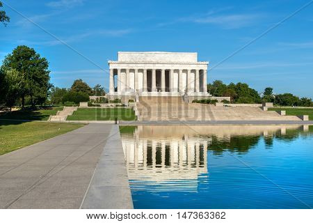 The Lincoln Memorial in Washington D.C. and the nearby reflecting pool