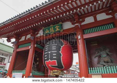 SENSOJI TEMPLE, JAPAN - MAY 2 , 2016: The Kaminarimon (Thunder Gate), the gate of Sensoji Temple and the symbol of Asakusa, Tokyo, Japan. MAY 2 2016