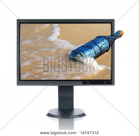 Monitor LCD y message in a bottle vintage aislado sobre un fondo blanco