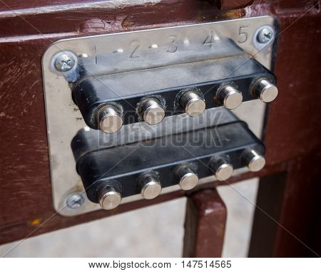 Mechanical combination lock installed in the gate