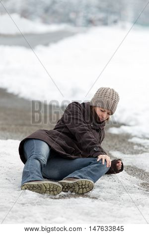 Young Woman With A Accident On A Icy Street, Concept Black Ice Und Glaze