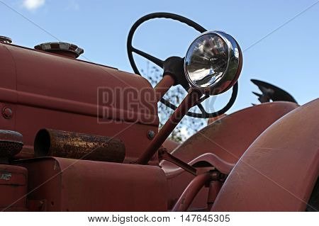 A headlight on an old abandonend tractor