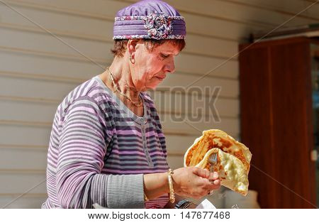 SDE TZVI ISRAEL - MARCH 02 2012: woman cook malawach or malawah: traditional fried bread of Yemenite Jews