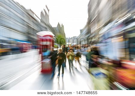 Street Scene Of Edinburgh With Zoom Effect