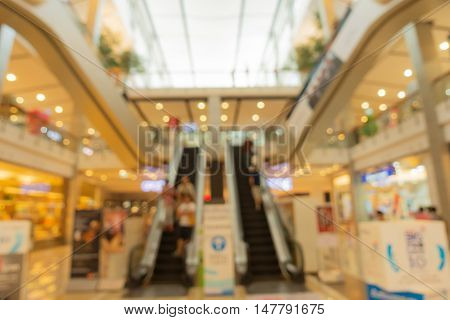 Blur scene of people shopping in department store.