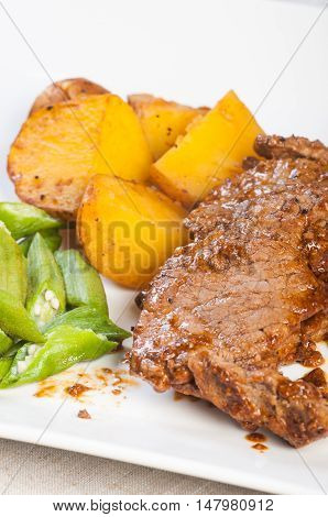 pan fried sirloin steak with mixed vegetables
