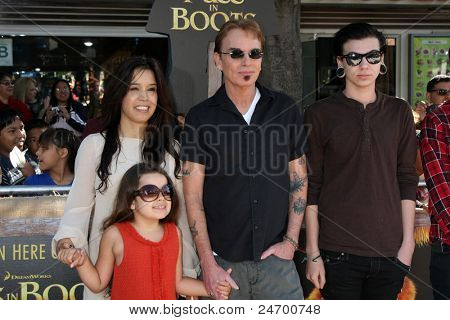 LOS ANGELES - OCT 23:  Bella Thornton, Connie Angland, Billy Bob Thornton, William Thornton arriving at the