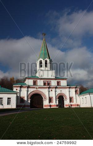 Moscow. Museum - Manor Kolomenskoe. Front gates.