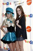 LOS ANGELES - OCT 29:  Savvy & Mandy arriving at the 18th Annual 'Dream Halloween Los Angeles' at Ba