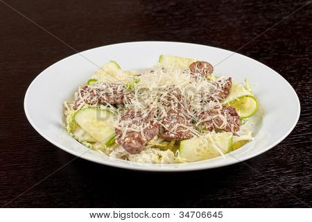 Salad with beef, lettuce, cucumber, string beans