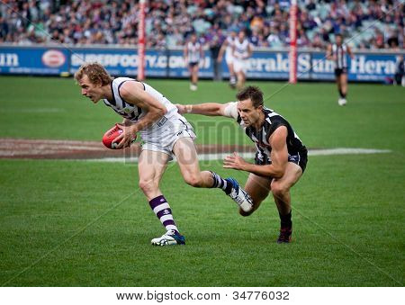 MELBOURNE - JUNE 30 : David Mundy with the ball during Collingwood's win over Fremantle on June 30, 2012 in Melbourne, Australia.