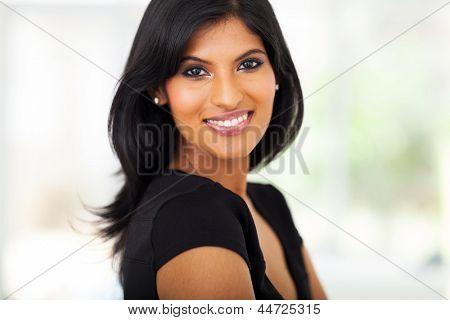 fabelhaften jungen indischen geschäftsfrau Closeup portrait