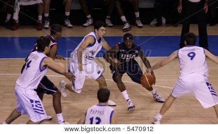 Juego de baloncesto entre Estados Unidos y Grecia
