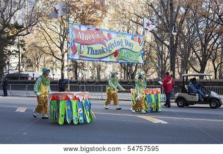 Clowns pushing parade sign in 2013 Macy's Parade