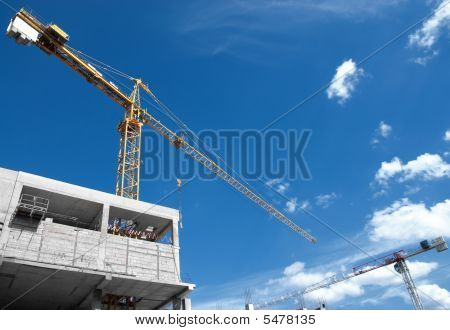 view building beginnings with cranes