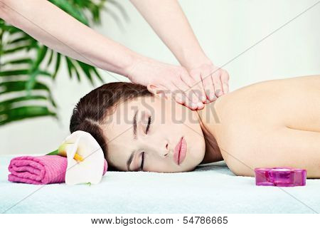 Neck Massage In Salon