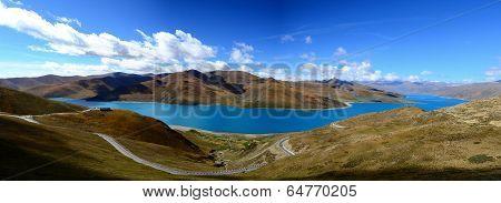 beautiful Yamdrok Lake