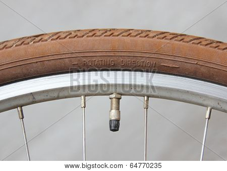 Rotate Direction On Bike Wheel With Valve